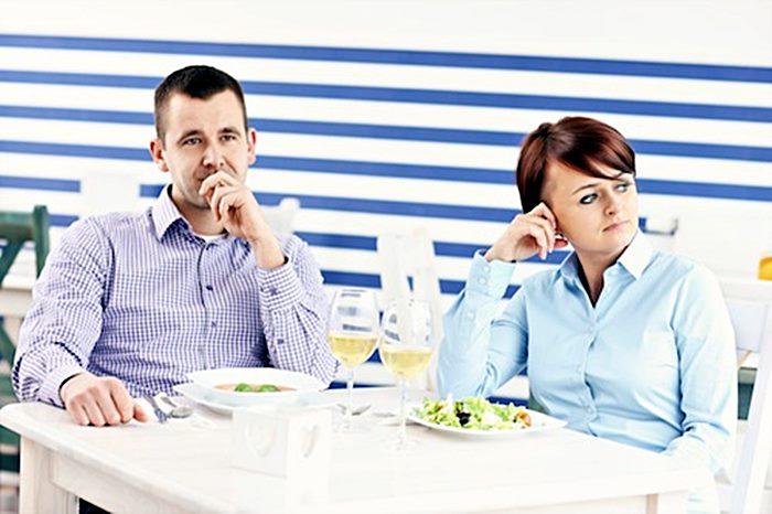 Salata se osušila...da li će glavno jelo ikada stiči...